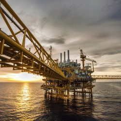 iStock_000026700687Large (offshore-construction-platform-production-oil-gas-528265801)